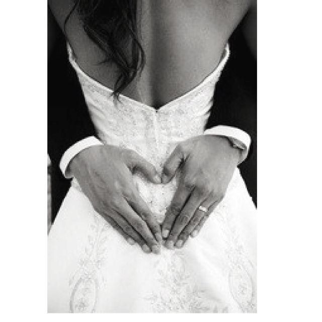 HEART on a brides back....Precious picture idea!
