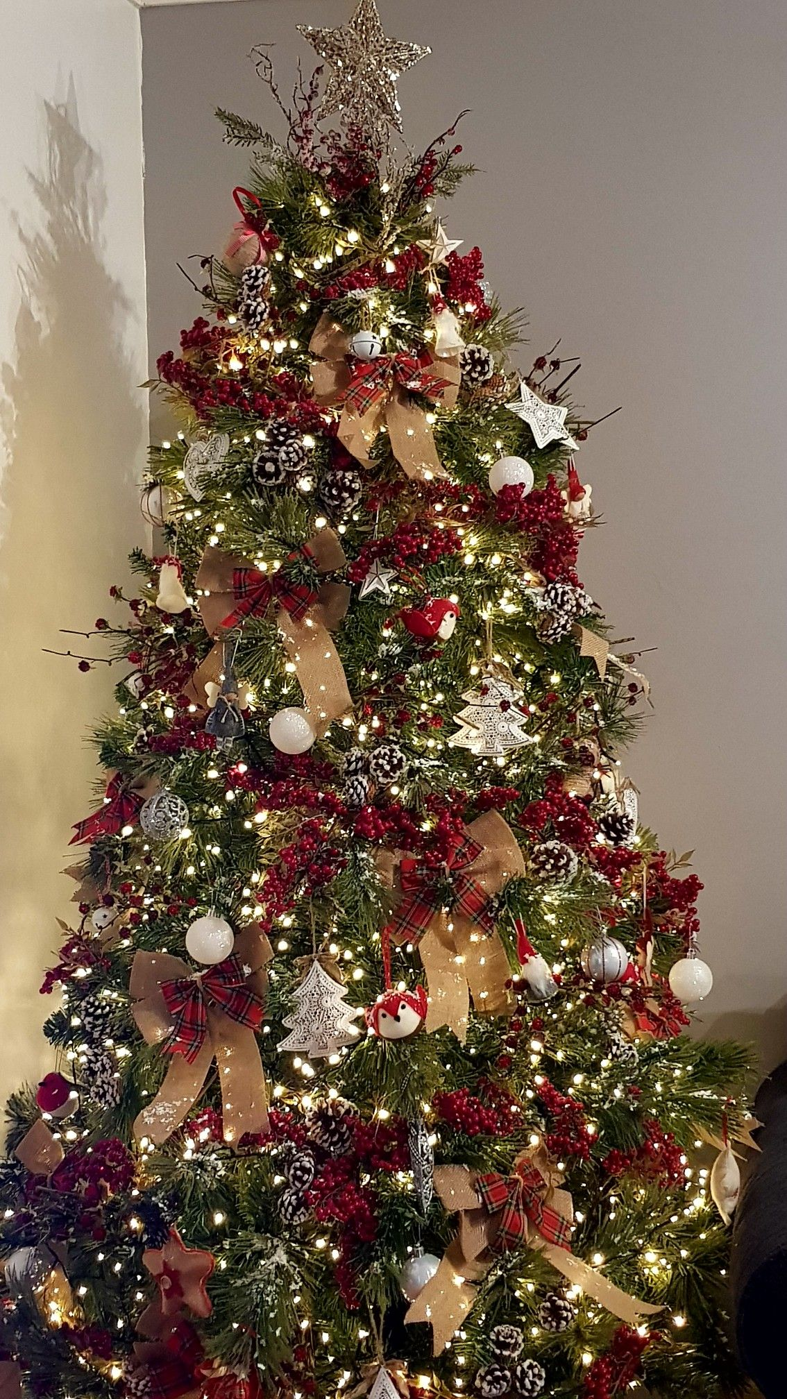 Farmhouse country style woodland traditional Christmas ...