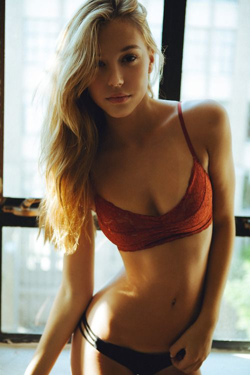 amateur Curvy blonde