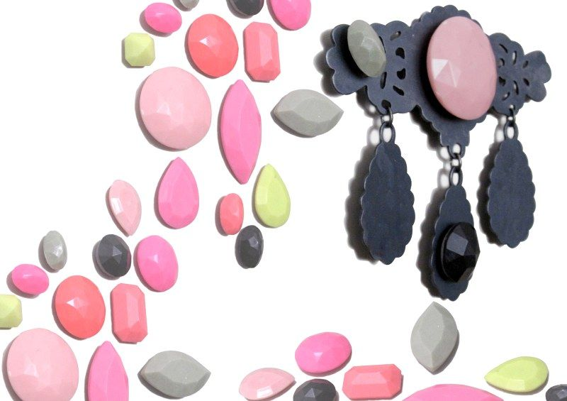 Stephanie Hensle (DE) – brooch-  iron, silver plated with magnetic plastic gemstones