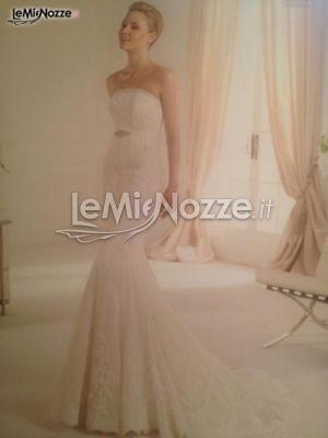 http://www.lemienozze.it/operatori-matrimonio/vestiti_da_sposa/sposa-si-di-emma-e-laura/media/foto/3  Abito da sposa senza spalline dalla linea a sirena