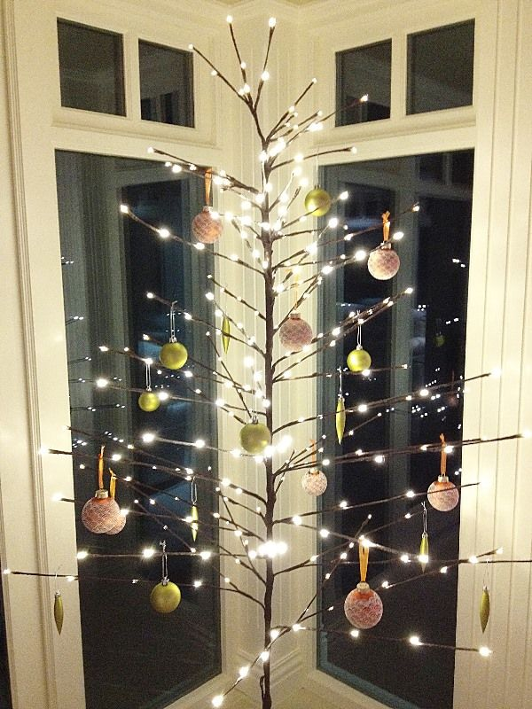 Top minimalist and modern christmas tree decor ideas for Modern gold christmas tree