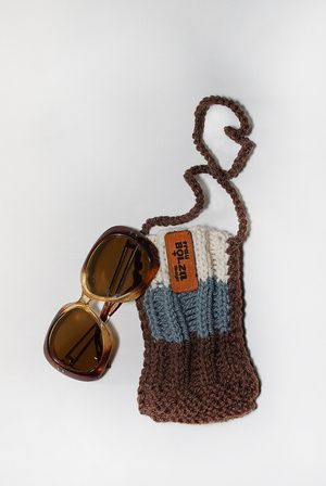 Brillen Täschchen SONNTAG von frau bolza design jetzt auf nelou.com shoppen. Und 8700 weitere Designs mehr.