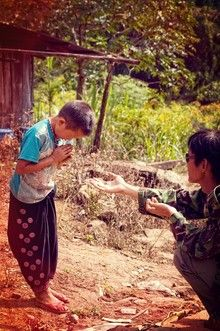 """Der """"Wai"""" - Begrüßung in Thailand"""
