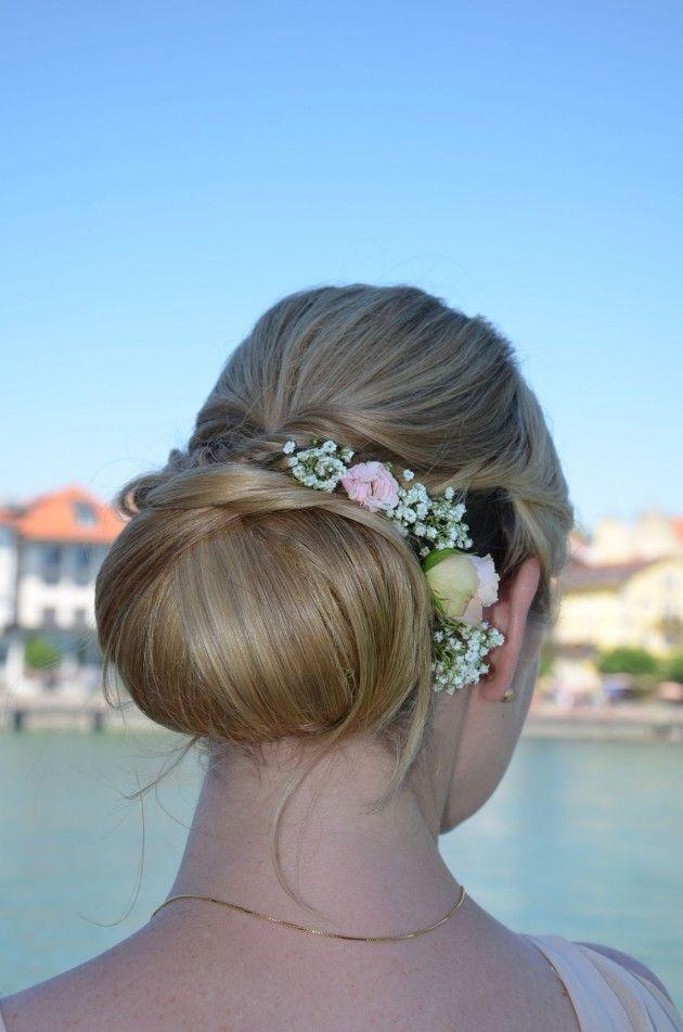 Echte Blumen Haar Brautfrisuren Mit Schleier Blumen Hair Beauty