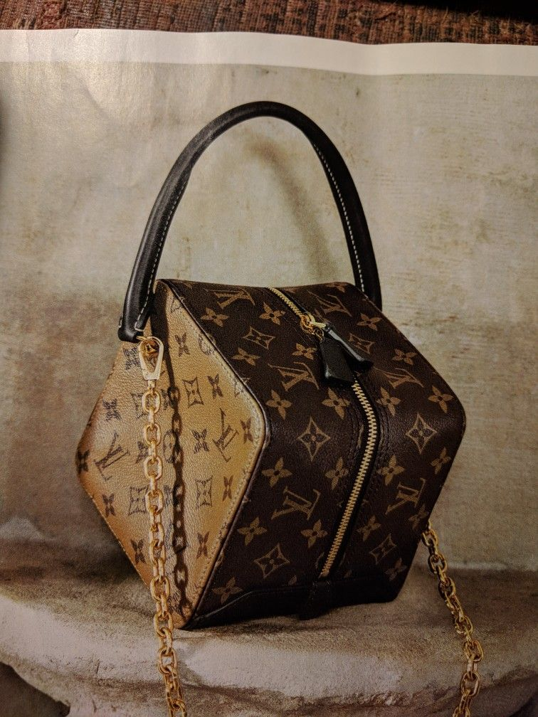 the shape of this bag is everything Lv Kézitáskák 769d64a485