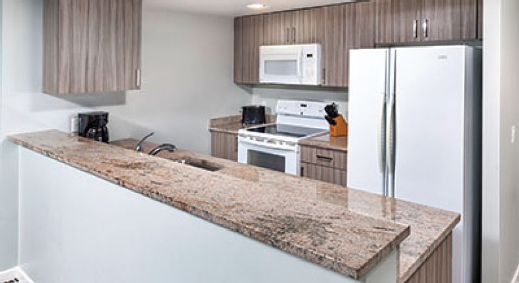 Vrbo Com 831229 Modern And Classy 2 Bedroom Suite Positioned At The Waters Edge In Victoria Rental Apartments Condo Vacation Rentals Condo