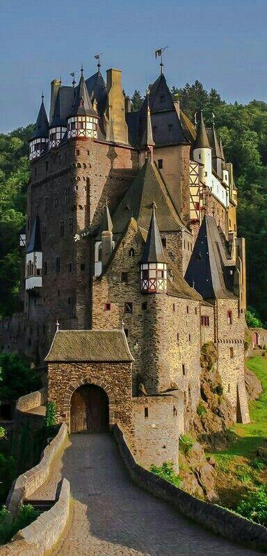 Eltz Castle. El Castillo de Eltz es un Castillo medieval, ubicado en ...