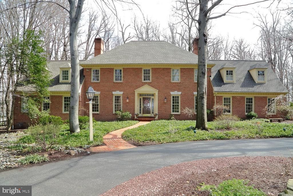 This Stately All Brick Getz S Woods Home Has A Circular Driveway Entrance Leading To A Perfect Private Setti House In The Woods Home Warranty Circular Driveway