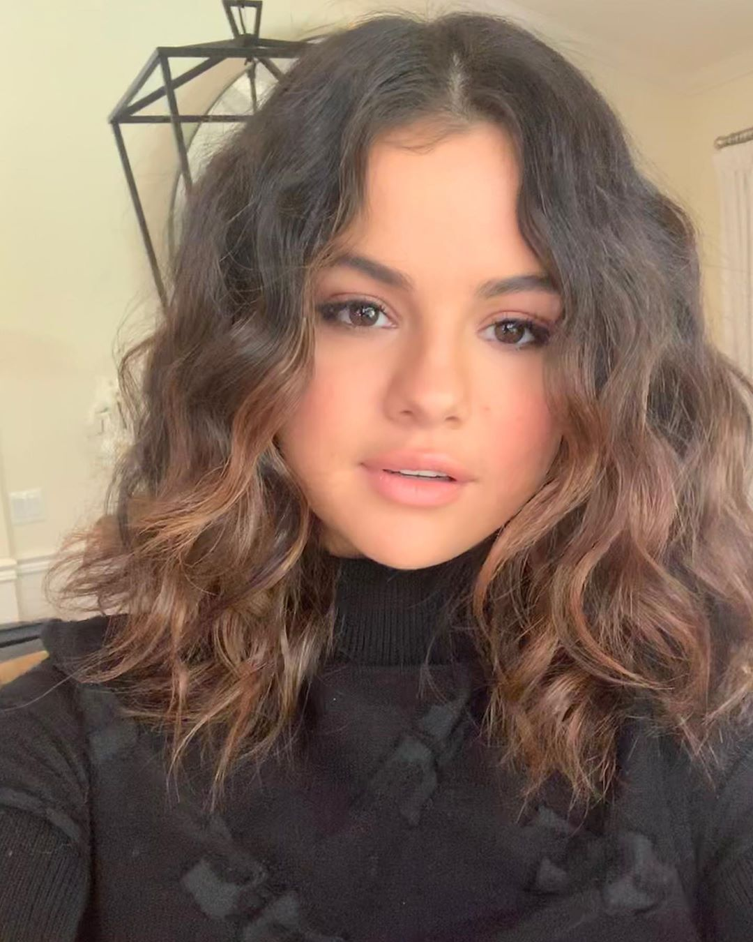 Photo of Selena Gomez showed off her naturally curly hair in a lob, and it's total fall #hairgoals