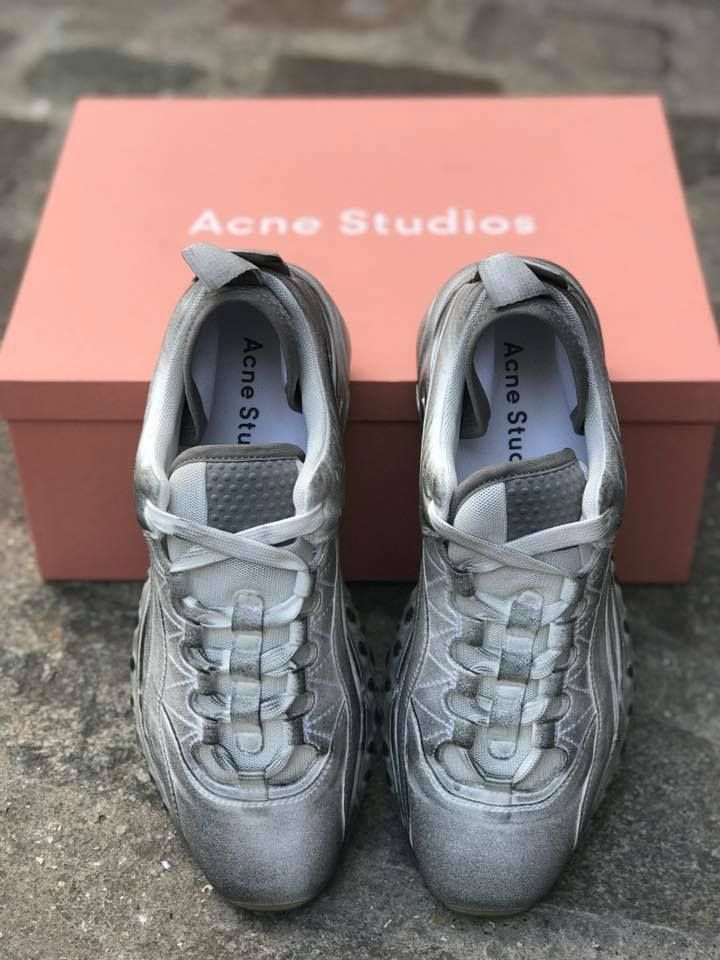 Acne Studios is surfing on the XXL sole trend with the NEW « Rockaway  Tumbled » sneakers ! -  Shop ACNE STUDIOS with SERIE NOIRE emailing  sacha serie-noire. ... 6554d5f1e4c