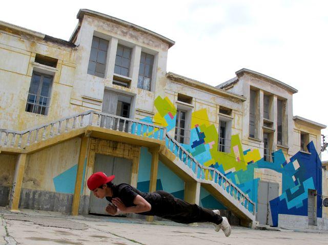 Intervención Nuria Mora en Casablanca. 2012 (y joven marroquí levitando)