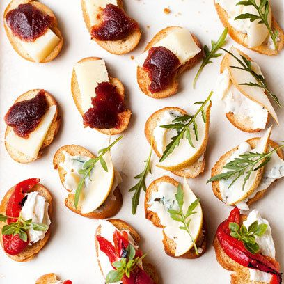 Crostini with cheese toppings