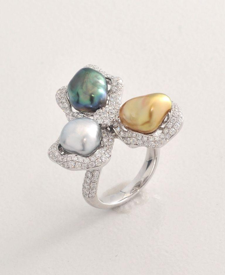 Emiko Pearls ring 3 Keshi - 2.8gm, 220 Diamonds 1.88cts, White Gold 18K