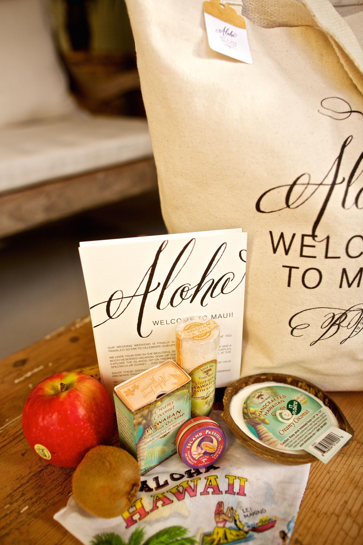 Hawaiian wedding welcome bags. Miss B Calligraphy + Teresa Sena Designs. Photography: Anna Kim Photography - annakimphotography.com