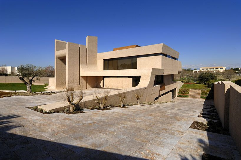 A Cero Architects Renovates The Mocha House In Madrid Mediterranean House Plans Arch House Colonial Style Homes