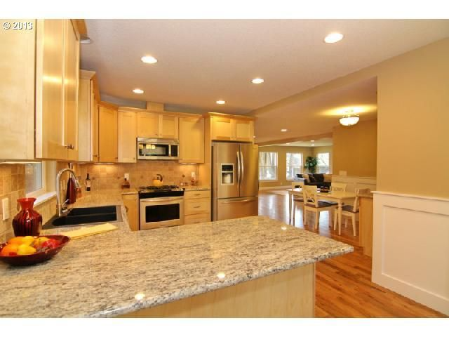 Maple Cabinets With Quartz Countertops, Natural Maple Cabinets With White Quartz Countertops