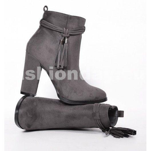 3ab9033416a17 Prechodné dámske čižmy sivej farby s hrubým podpätkom - fashionday ...