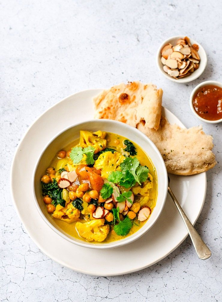 Quick chickpea and cauliflower curry that can be prepared