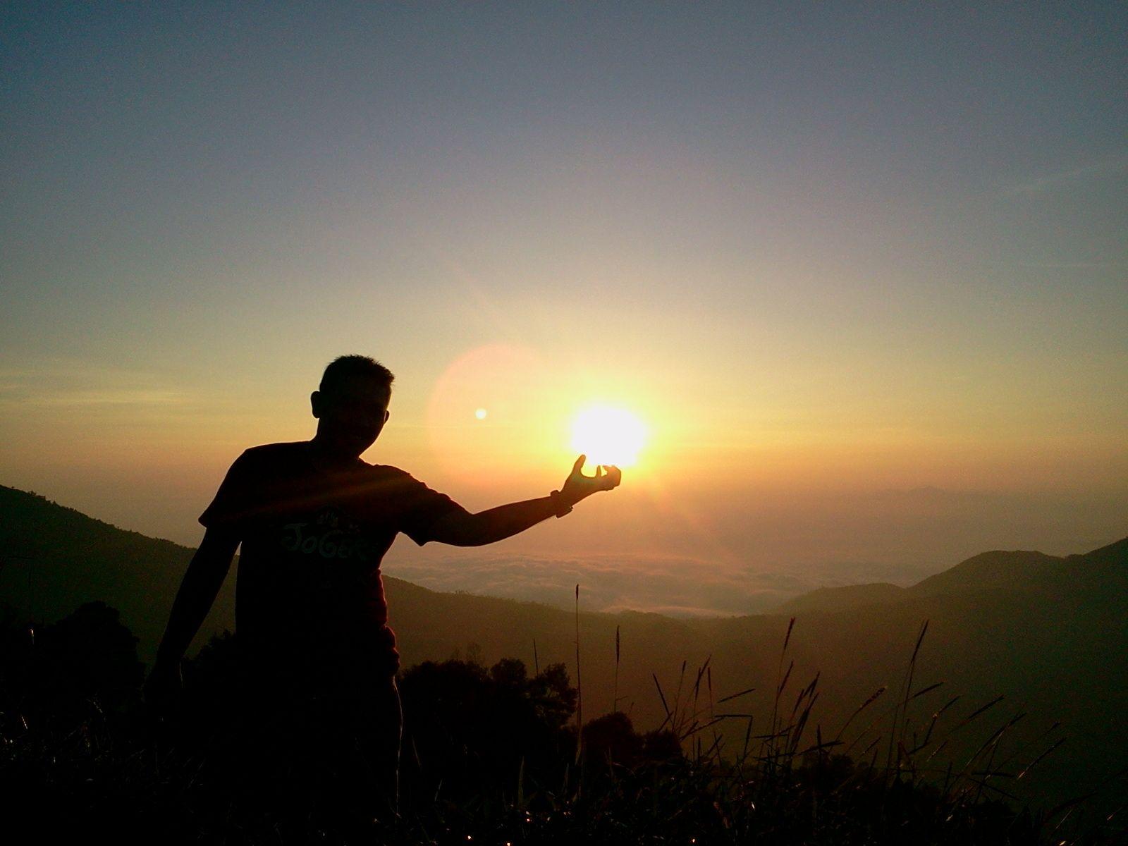 Dataran Tinggi Dieng Tidak Hanya Menyuguhkan Kemegahan Dan Keindahan Candi Saja Tetapi Anda Bisa Juga Menikmati Sunrise Terbai Alam Tuhan Dan Pegunungan
