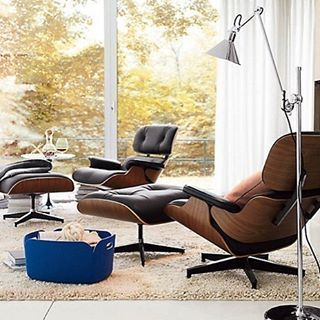 The #Manhattan #homedesign produced #Eames #lounge #chair #Vitra #blackleather with a #moderndesign. Knowing that it will only age, like wine makes the #loungechair a #brilliant #investment for your #home or #office. Take a look at bit.ly/1MkYxJ3 Talk to us at 2126000850