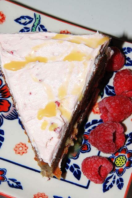 Delectably Different Kitchens: Gluten-Free Alternative Sweet Raspberry N' Creme Cake