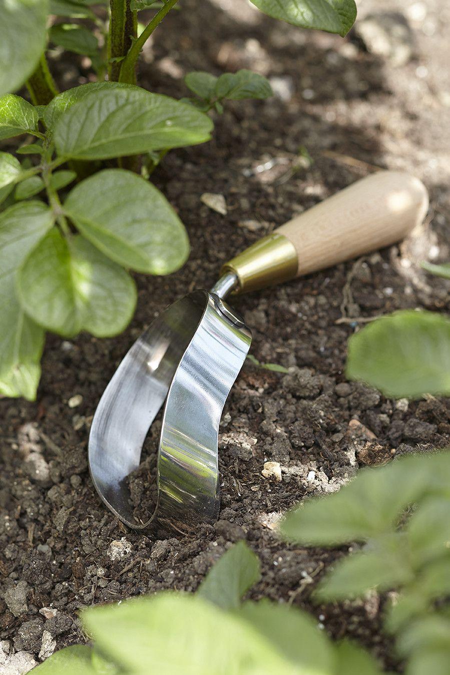 Gardener S Ergo Hoe Garden Shop Sophie Conran Hard Landscaping Ideas