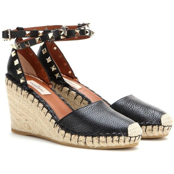 Valentino Rockstud Double Leather Wedge Espadrilles (6 650 SEK) ❤ liked on Polyvore featuring shoes, sandals, black, espadrille sandals, valentino shoes, black wedge sandals, wedge sandals and black wedge shoes