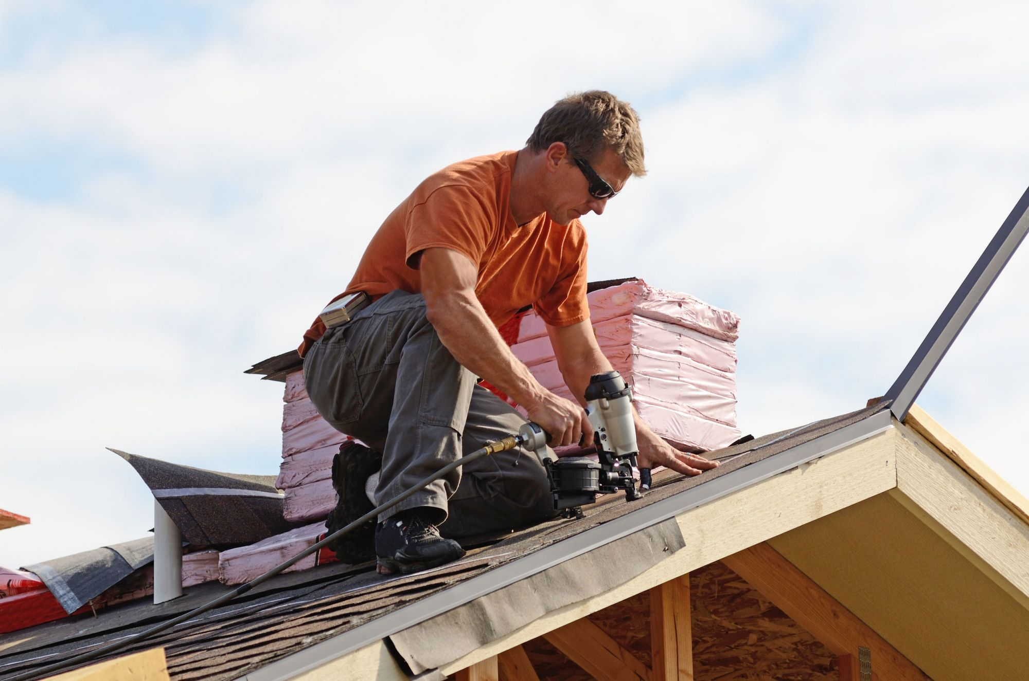 P If You Are Experiencing Problems Such As Leaks Dark Spots Wind And Hail Damage Blistering Of Pa Best Roofing Company Roofing Services Roofing Contractors