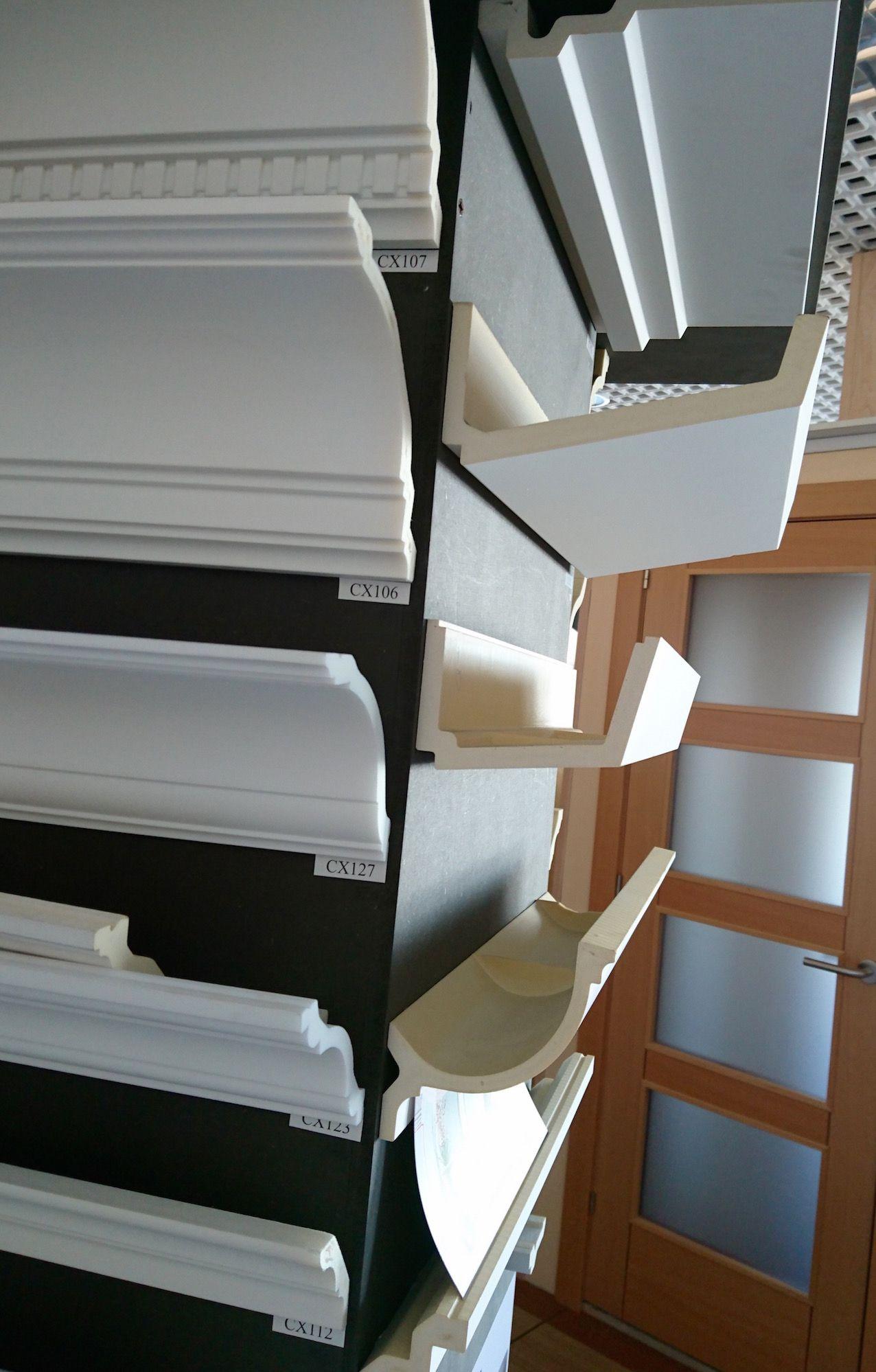 puerta rematada con las molduras de la colección ulf moritz | orac, Innenarchitektur ideen