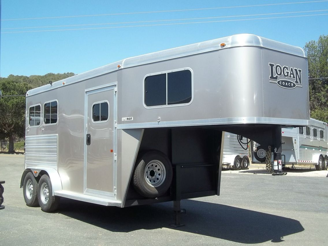 Logan 2 horse gooseneck with tack room Horse trailers