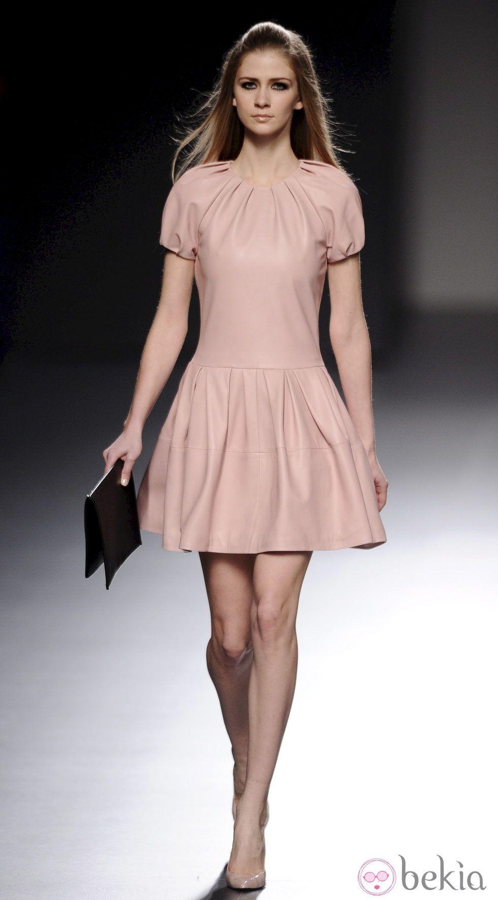 vestidos de cuero   Vestido rosa de cuero de la colección otoño ...