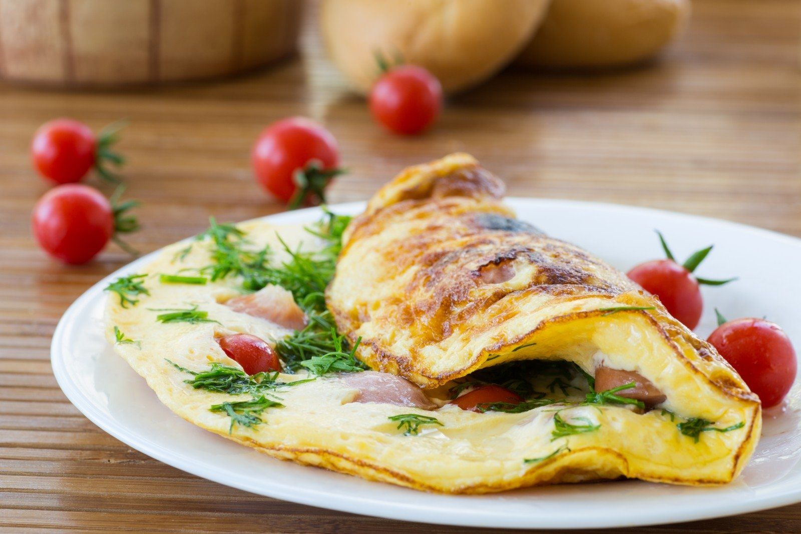 .Omletą galima valgyti vieną ar su daržovėmis.