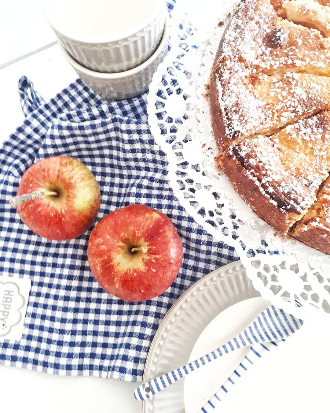 Moin zusammen ✌ alle gut in die neue Woche gestartet?? Hier gibt's jetzt noch ein Stück vom Geburtstagsapfelkuchen von gestern. 😋😋😋 habt noch einen schönen restlichen Montag 💙💙💙💙💙🍎🍎🍎🍎