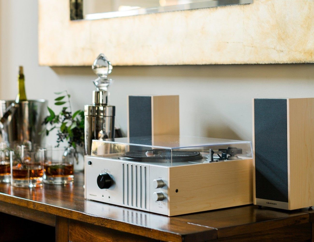 Charmant In Addition To This Vintage Aesthetic, The Turntable Shelf System Offers  Modern Connectivity For Your Music Collection.