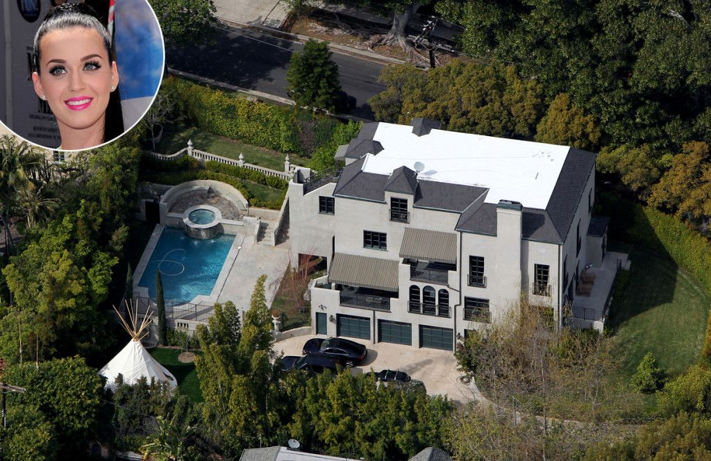 Home Sweet Home What Celebrity Homes Look Like Celebrity Houses Celebrity Mansions American Mansions