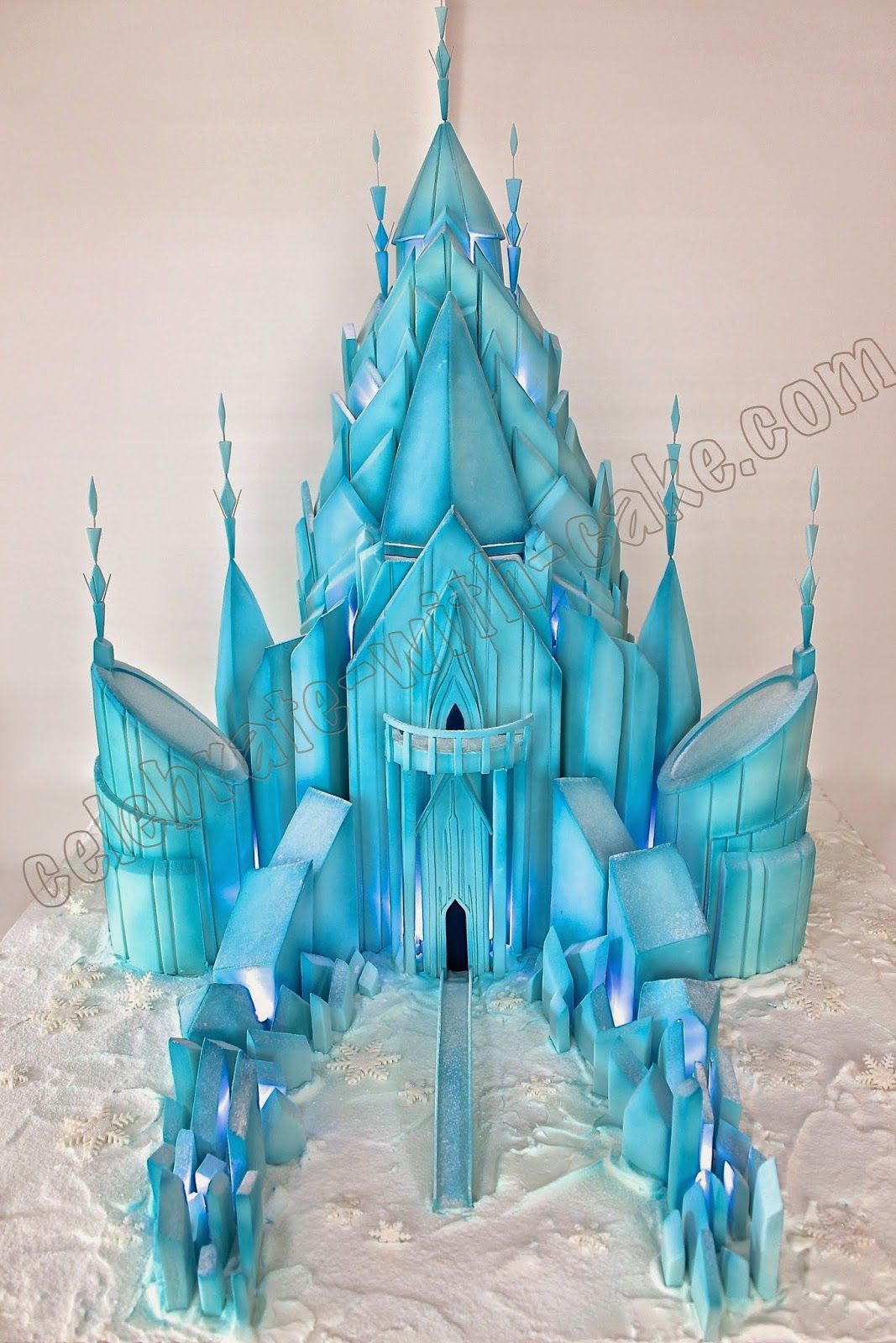 G teau ch teau g ant celebrate with cake giant icicle for Le chateau de la reine des neiges