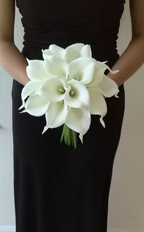 White Calla Lily Bridal Bouquet with Calla Lily Boutonniere-Real Touch Calla Lily Bouquet-Bridesmaid Bouquet-Silk Flower Wedding Bouquet #bridesmaidbouquets
