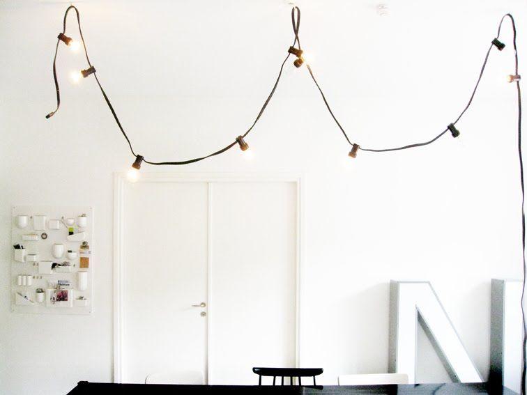 Qué forma más sencilla y cool de tener una lámpara diferente. Buenos días : ) Photo by Varpunen.