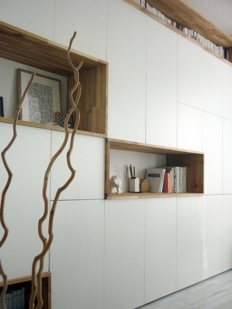 Un Mur De Rangement Blanc Et Bois Mobilier De Salon Rangement Mural Rangement Sejour