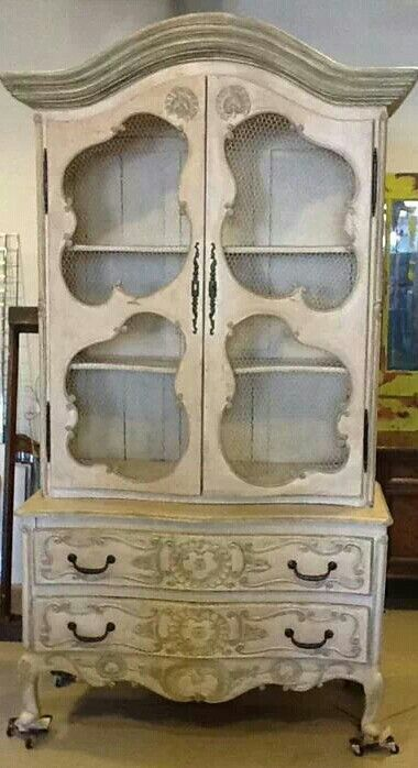 Beautiful China Cabinet Using Creamy Linen With Farmhouse Paint