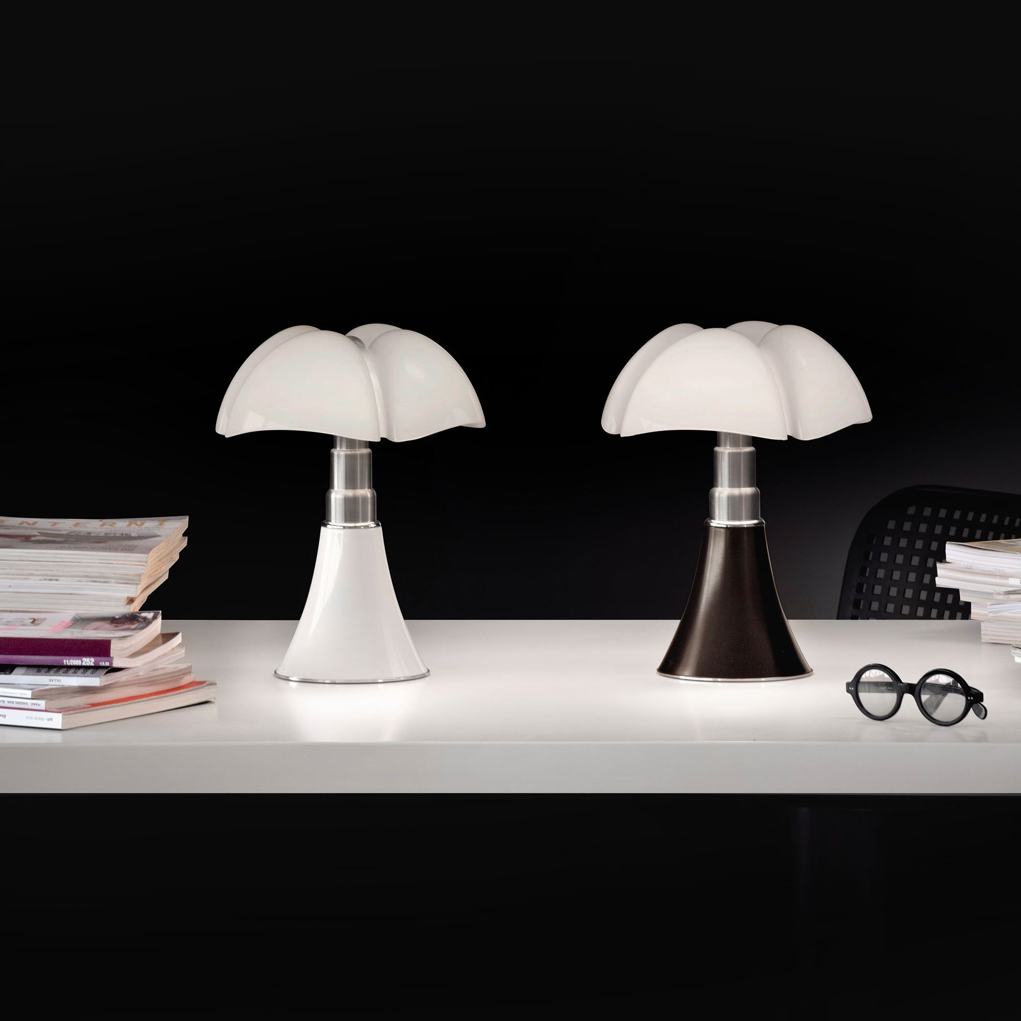 la mythique pipistrello en mod le mini par martinelli luce bureau lampe pipistrello mini. Black Bedroom Furniture Sets. Home Design Ideas
