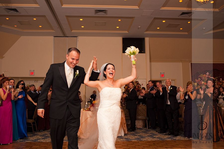 Tarrytown House Weddings | NY Weddings | Fall Weddings | Photography: Images by Berit