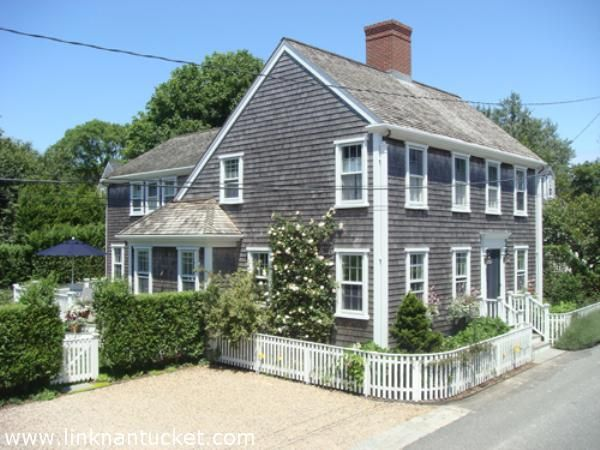 Nantucket Style Homes This Would Be My Ideal Nantucket Home Right In The Heart Of Town Nantucket Style Homes Nantucket Home Nantucket Style