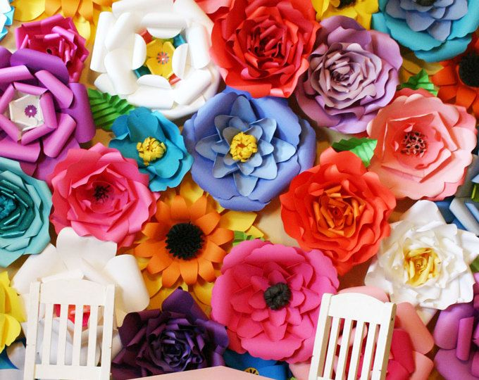 Artículos similares a Giant Paper Flowers Wall - Paper Flower Wall - Wedding Wall - Wedding Arch - Paper Flower Backdrop en Etsy #bigpaperflowers