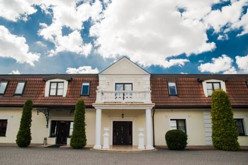 Noce i Dnie Hotel Konstancin-Jeziorna Noce i Dnie Hotel is located in Konstancin-Jeziorna and offers an indoor pool and a restaurant. The property also provides banquet facilities and a business centre.  Each room here is equipped with a flat-screen TV and offers free WiFi.