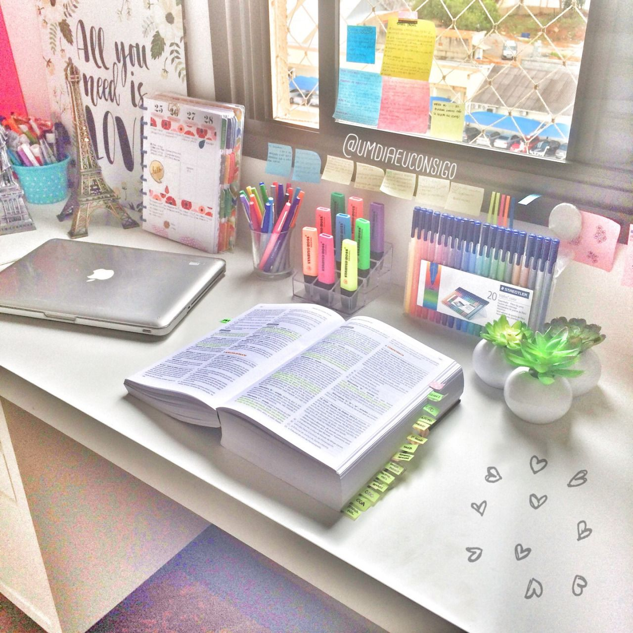 Superbe Pinterest: @honoriaroffeyxo ✷⇠ Desk Organisation Student, Study Table  Organization,