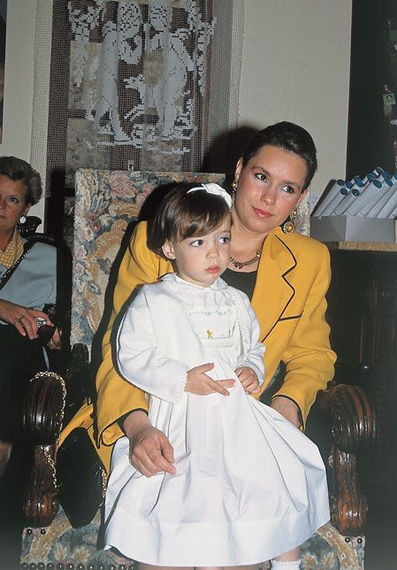 Girlhood of a princess: In May 1993, together with her mother to visit Vianden Doll Museum ...