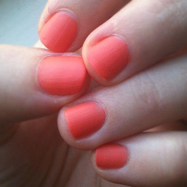 Matte coral/pink/orange nails <3