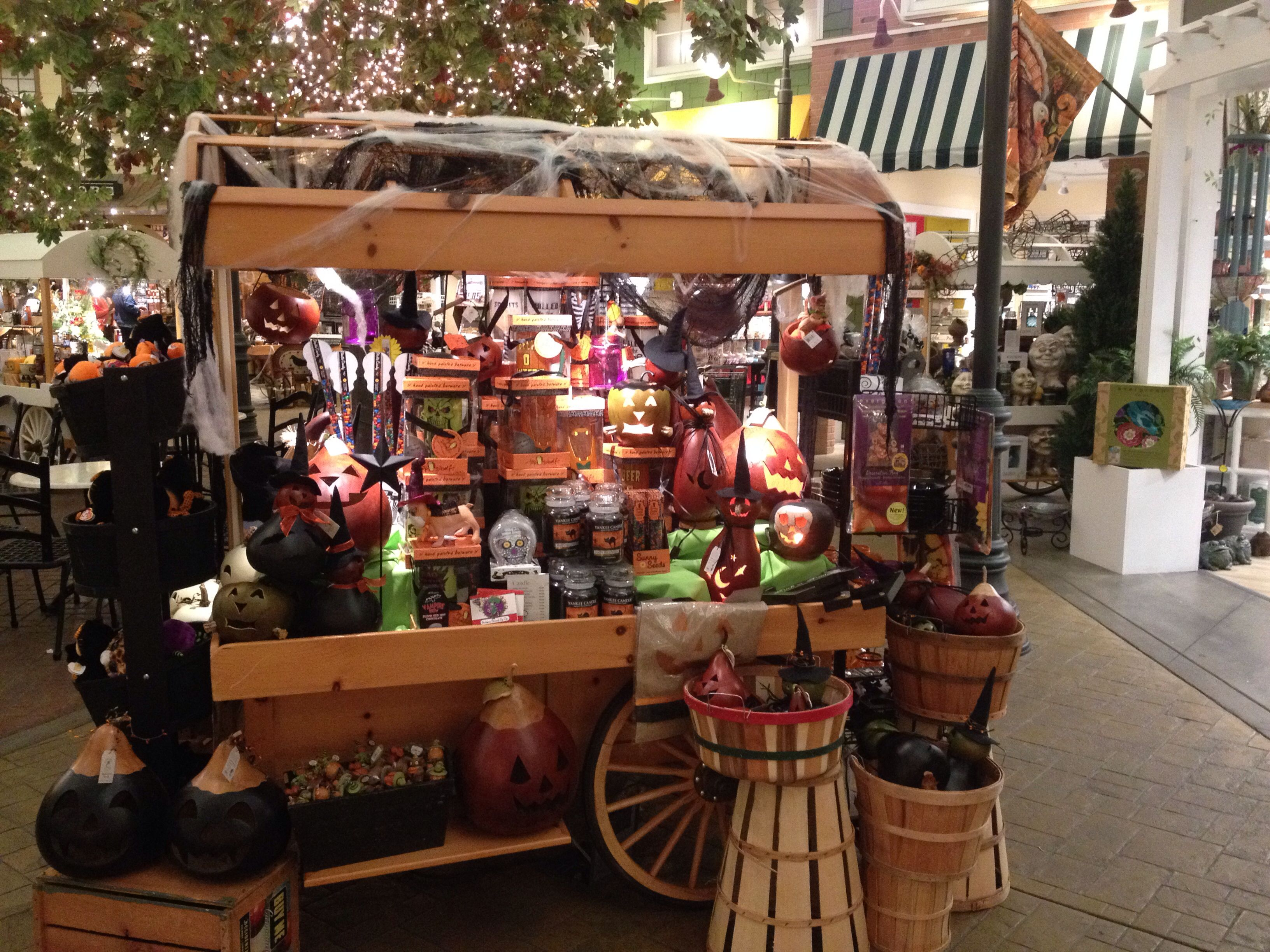 halloween decorations at yankee candle village